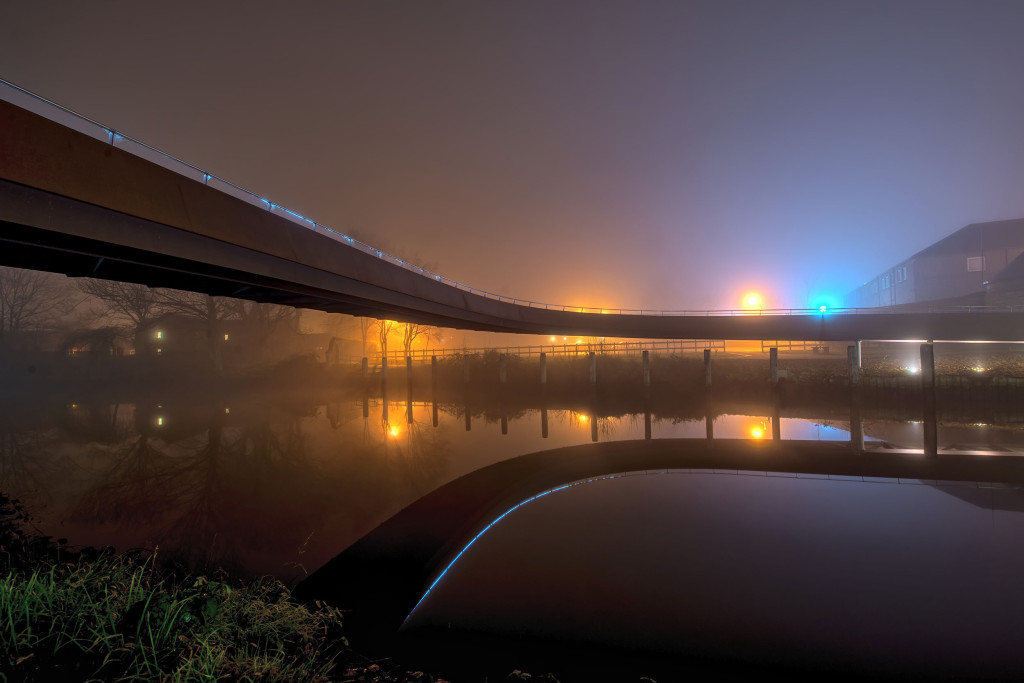 2014.01.20 - Foggy Norwich at Night - Footbridge